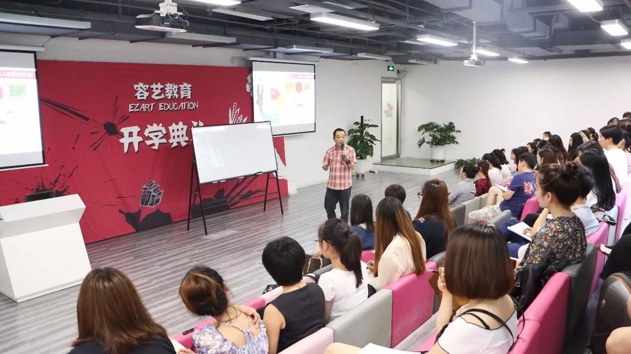 http://rongyiedu-guanwang.oss-cn-beijing.aliyuncs.com/高中毕业出来做什么好 明星经纪人岗位缺口很大